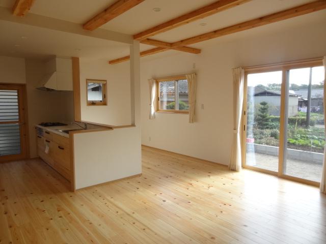 室内床材:桧、杉、その他無垢フロアー