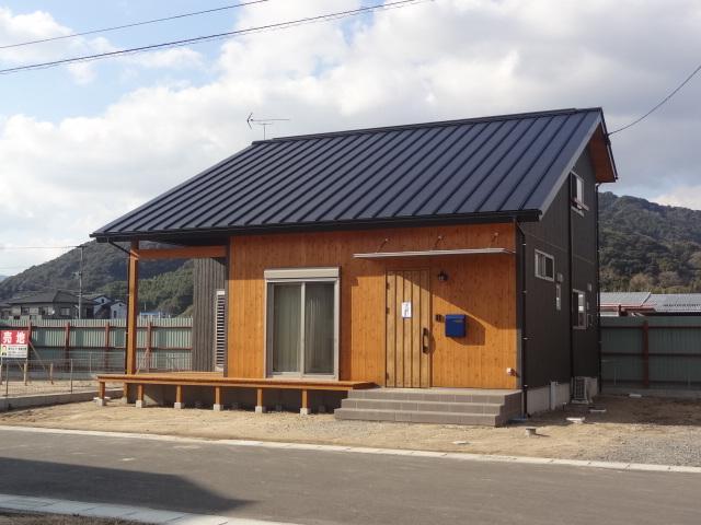屋根:ガルバニューム鋼板